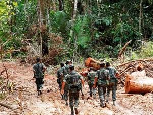 Equipe de buscas do Exército estava patrulhando pela selva (Foto: Exército Brasileiro/Divulgação)