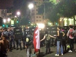Batalhão de Choque entra em ação na manifestação contra aumento da tarifa do ônibus (Foto: Priscilla Souza/G1)