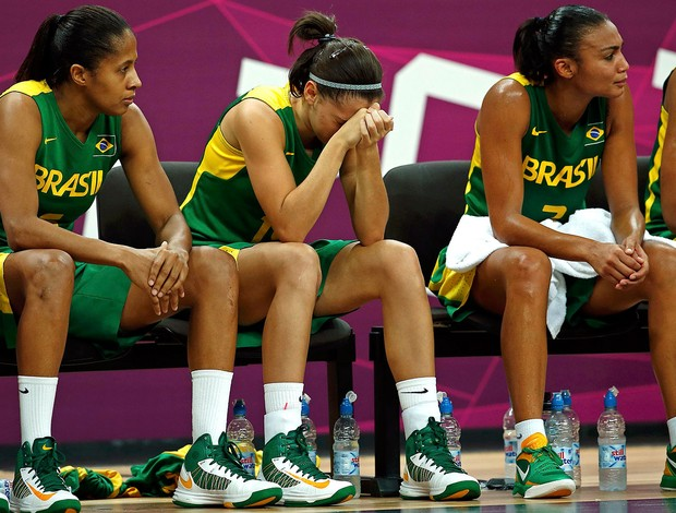 basquete brasil choro derrota austrália Londres 2012 (Foto: Agência Reuters)