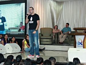 Pastor Nelson Júnior em Manaus (Foto: Adneison Severiano G1/AM)
