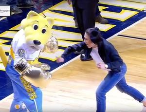 """BLOG: Joanna Jedrzejczyk """"nocauteia"""" mascote de time da NBA em Denver"""