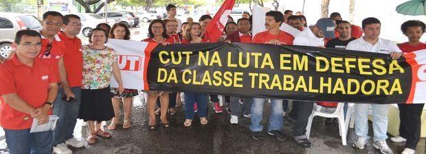 Funcionários de várias áreas aderiram ao manifesto nesta terça-feira (4) (Foto: Marina Fontenele/G1)