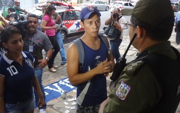 torcida Remo protesto academia (Foto: GLOBOESPORTE.COM)