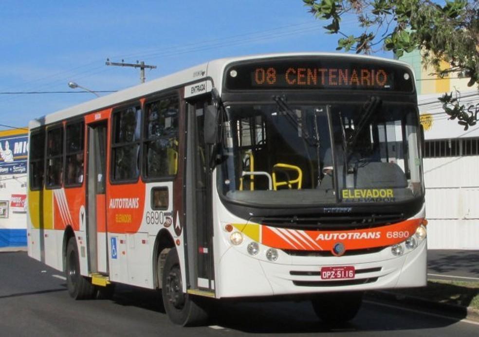Ônibus da Autotrans em Itaúna: empresa poderá ser obrigada a adaptar veículos (Foto: Prefeitura de Itaúna/Divulgação)