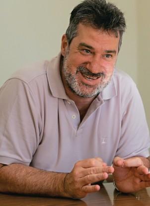AFASTADO DO CARGO O prefeito Dermeval Barboza. Ele foi denunciado por lavagem de dinheiro, fraude em licitação e corrupção passiva (Foto: Carlo Wrede/Ag. O Dia)