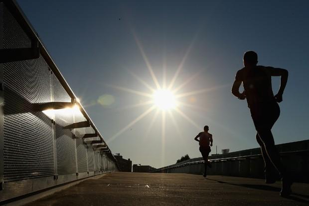 Corrida ajuda a desenvolver o cérebro; levantar pesos, não