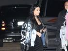 Kim Kardashian usa casaco com estampa do próprio rosto