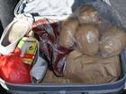 Cães farejadores acham 1,8 kg de pasta-base em bolsa de agricultora