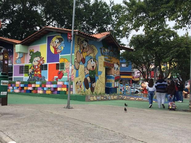 A gibiteca recém-inaugurada em praça do Jardim Miriam, na Avenida Cupecê (Foto: Márcio Pinho/G1)