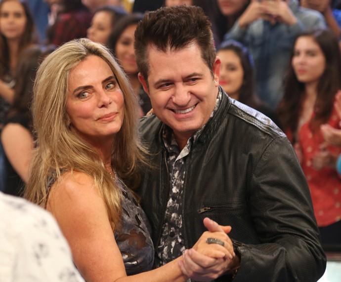 Marrone e Bruna Lombardi dançam durante o Altas Horas (Foto: Carol Caminha/Gshow)