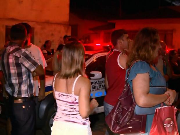 Vereadores precisaram ser escoltados pela Polícia Militar após a reunião desta segunda-feira (7) (Foto: Reprodução EPTV)