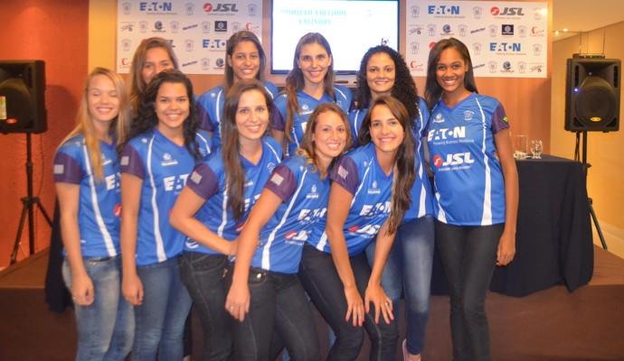Jogadoras do Valinhos, na apresentação da equipe (Foto: Marcel Kassab/ Globoesporte.com)