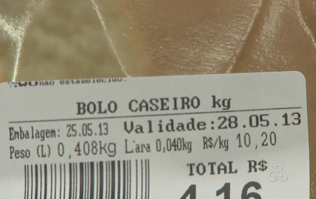 Além da data de validade, as embalagens devem ter outras informações importantes. (Foto: Acre TV)