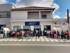 Clientes fazem fila em agência do Alto Tietê após greve dos bancários