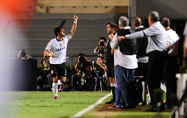 Alexandre Pato, Corinthians x Millonarios (Foto: Marcos Ribolli)