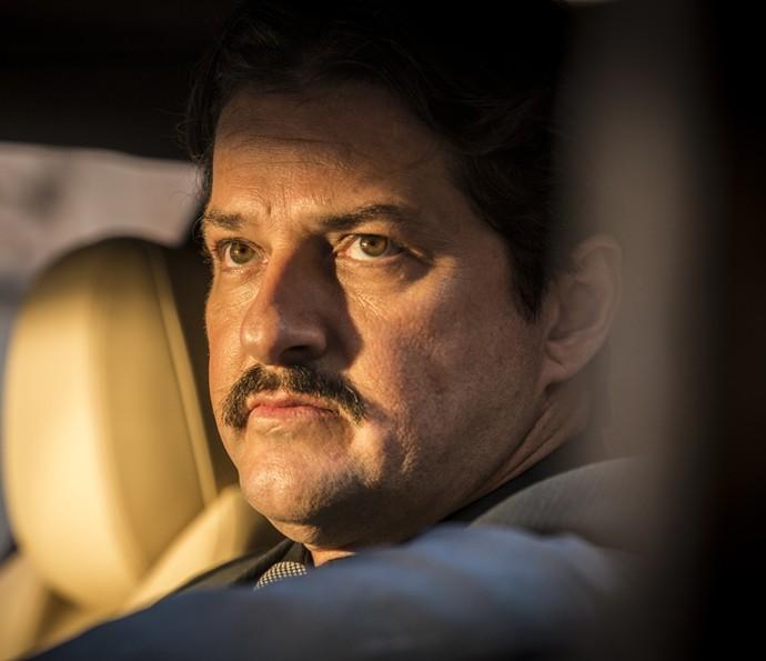 Carlos fica aflito por not�cias  (Foto: In�cio Moraes/Gshow)