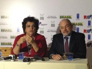 A ministra Izabella Teixeira e o coordenador do Centro Rio+ Rômulo Paes (Foto: Alba Valéria Mendonça/ G1)