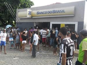 Agência foi assaltada nesta sexta-feira (Foto: João Miguel/ Folha do Vale)