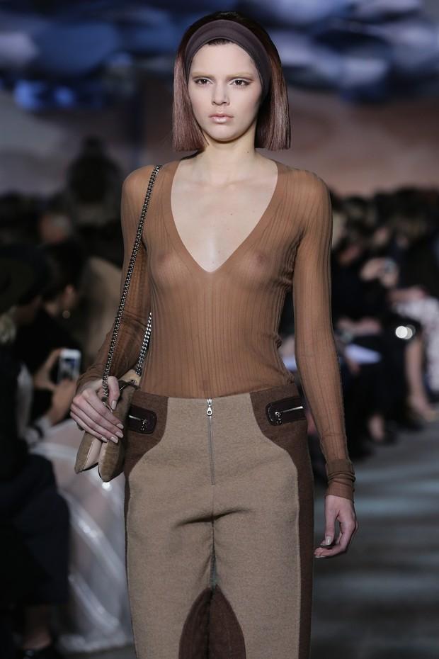 Kendall Jenner defila por Marc Jacobs na semana de moda de Nova York, nos Estados Unidos (Foto: Neilson Barnard/ Getty Images)