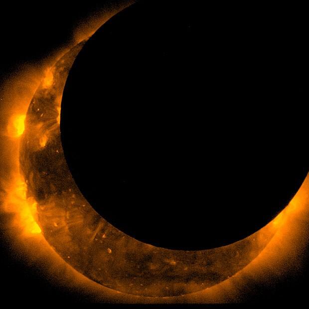 Fotografia feita pela sonda espacial Hinode do eclipse (Foto: JAXA/Hinode)