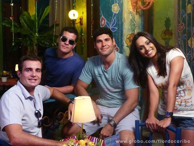 Max Fercondini, Thiago Martins, Dudu Azevedo e Thaíssa Carvalho posam para as lentes do site (Foto: Flor do Caribe / TV Globo)
