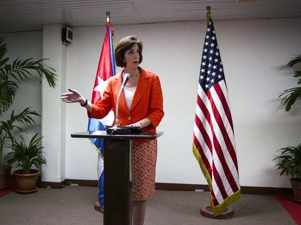 Roberta Jacobson, vice-secretária de Estado americana para o Hemisfério Ocidental, fala nesta quinta-feira (22) após reunião em Havana com autoridades cubanas (Foto: AP Photo/Ramon Espinosa)