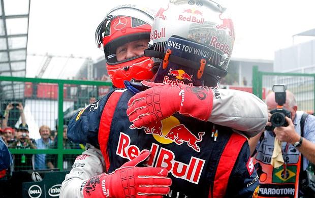Vettel Schumacher comemoração GP Brasil tricampeão (Foto: Reuters)