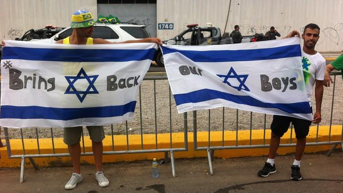 Torcedores israelenses fazem campanha em favor de jovens sequestrados (Foto: João Marcelo Sena)