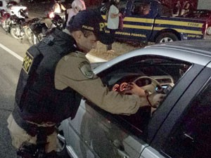 Combate à embriaguez ao volante é uma das prioridades da operação da PRF no RN (Foto: Divulgação/PRF)