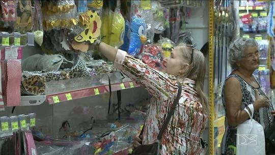 Procura por fantasias aquece o comércio nos dias de Carnaval