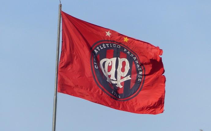 Bandeira Atlético-PR CT do Caju (Foto: Monique Silva)