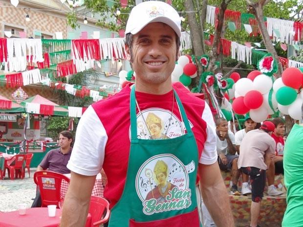 Eriberto Leão se diverte na Festa de mentirinha (Foto: Guerra dos Sexos / TV Globo)