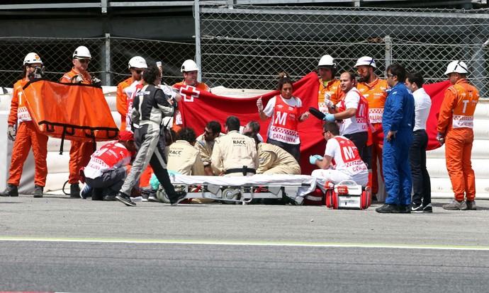 Luis Salom sofre grave queda em Barcelona e é atendido por equipe médica na pista (Foto: Getty Images)