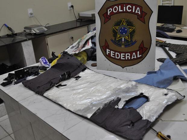 Droga estava escondida na mala de estrangeira (Foto: Polícia Federal/Divulgação)
