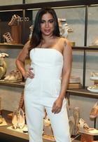 Anitta usa look elegante em evento de moda em São Paulo