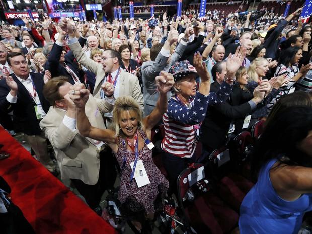Delegados celebram nesta terça-feira (19) durante votação para o candidato do Partido Republicano durante o segundo dia de convenção em Cleveland, Ohio (Foto: REUTERS/Jonathan Ernst)