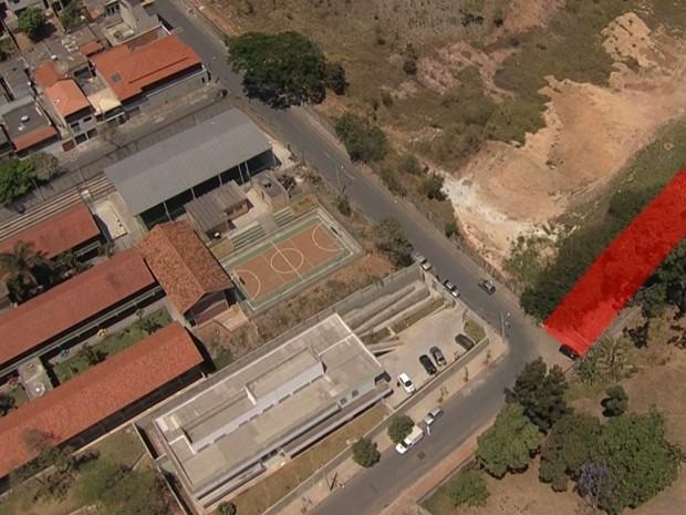 Rua é fechada por cemitério em Belo Horizonte (Foto: Reprodução/TV Globo)