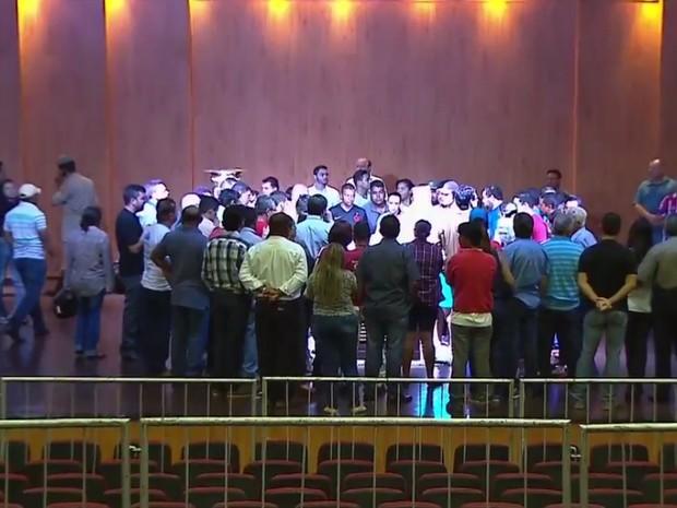 Velório do candidato a prefeito Zé Gomes morto em tiroteio em Itumbiara, Goiás (Foto: Reprodução/TV Anhanguera)