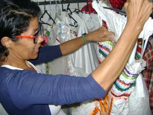 Geane Araújo mostra vestido de 'noiva matuta' (Foto: Taiguara Rangel/G1)