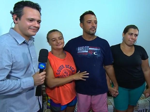 O felizardo do Caminhão do Faustão ouvindo o apresentador (Foto: TV Globo)
