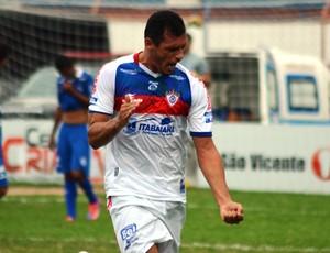 Celso marcou o primeiro do Itabaiana (Foto: Felipe Martins)