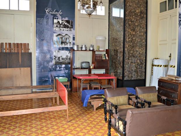 Mobília da casa de Chico está guardada em outro espaço, no Museu do Xapuri (Foto: Caio Fulgêncio/G1)