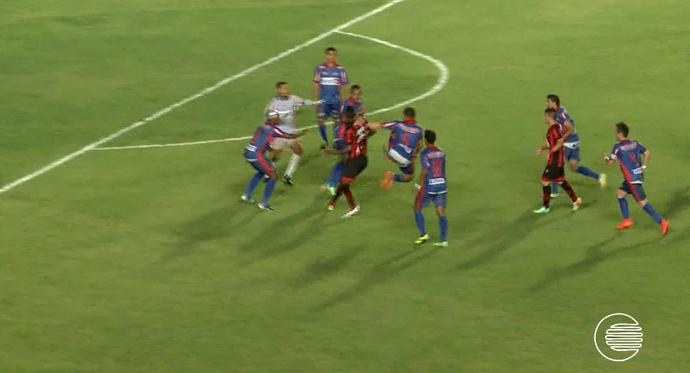 Voadora em jogo da Copa do Nordeste (Foto: Reprodução/TV Mirante)