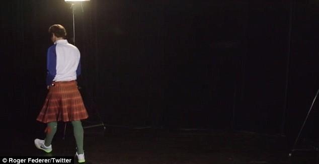 A saia kilt, muito comum entre os homens na Escócia, foi uma das peças escolhidas por Roger Federer (Foto: Reprodução/Twitter)
