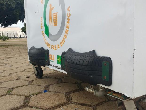 Container com emborrachamento para redução de ruídos (Foto: Elielton Lopes/G1)