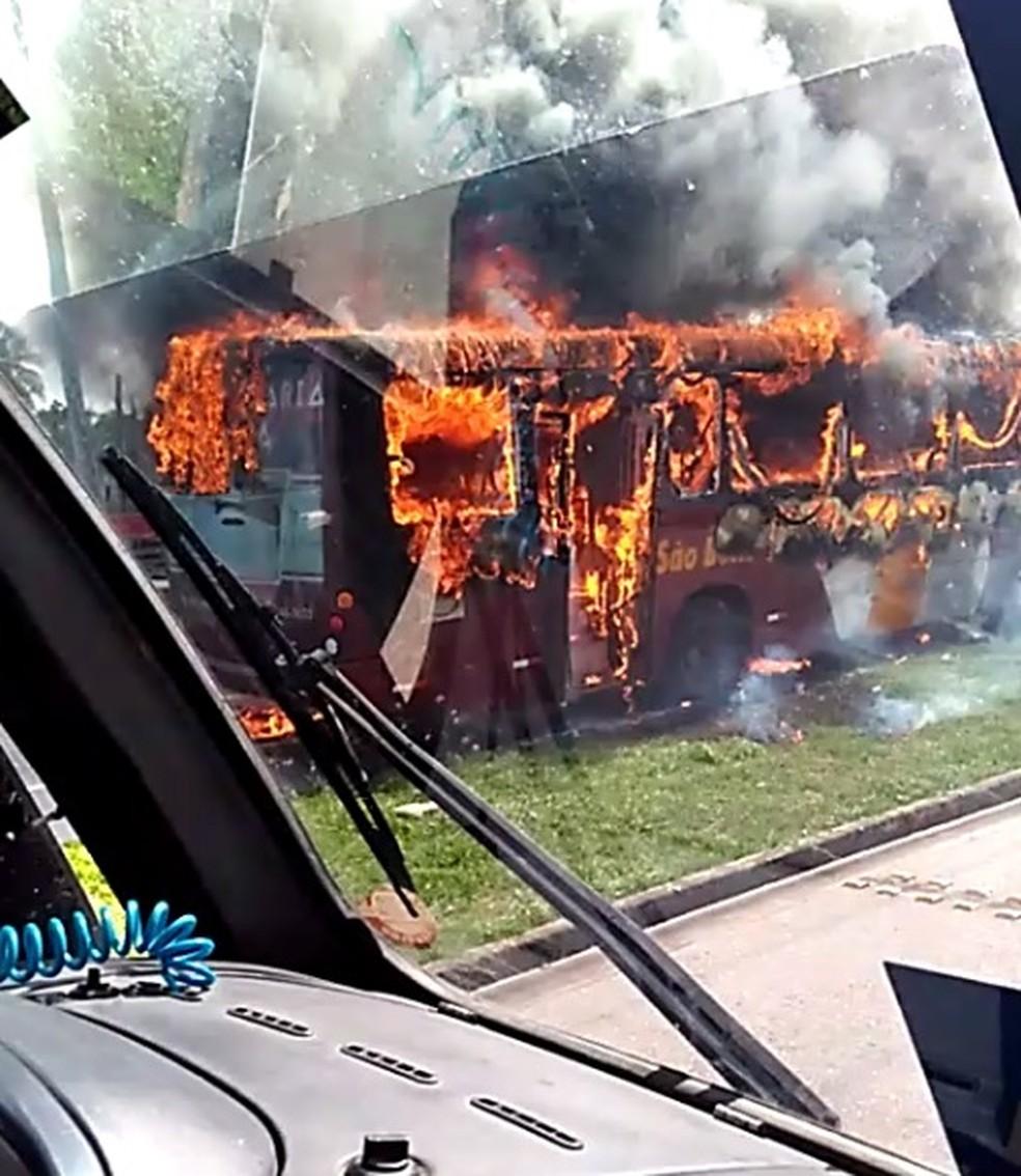 Dezesseis ônibus foram alvos de ataques incendiários em Fortaleza