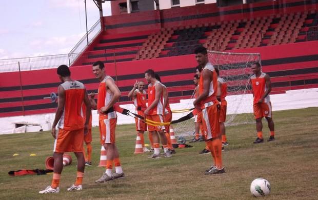 Campinense treina normalmente em pleno feriado (Foto: Divulgação / Campinense)