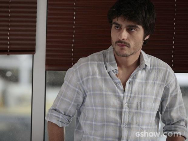 O ator na pele de Laerte, um jovem explosivo e ciumento (Foto: Pedro Curi/TV Globo)