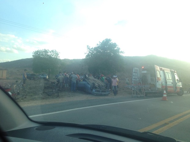 Motorista perdeu controle do veículo e capotou. (Foto: Kamylla Lima/G1)