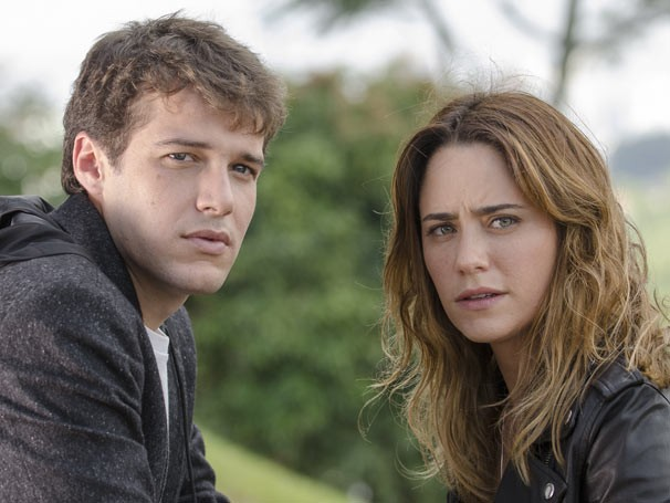 Maurício (Jayme Matarazzo) e Malu (Fernanda Vasconcellos)  fazem parte de triângulo amoroso (Foto: TV Globo / Bob Paulino)